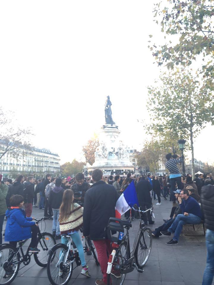 seinsart | Stimme aus Paris: ¡No pasarán!