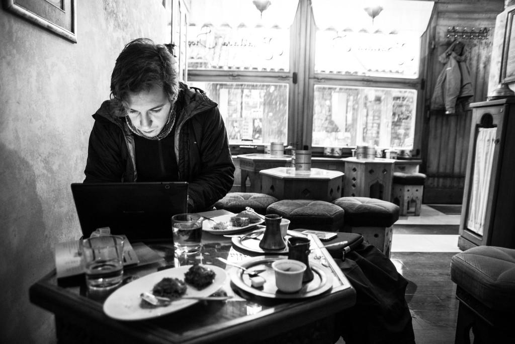 Dem diskursiven Prozess entgegenwirken: Der Autor in Sarajevo, Bosnien-Herzegovina (Foto: Julian Hartwig)