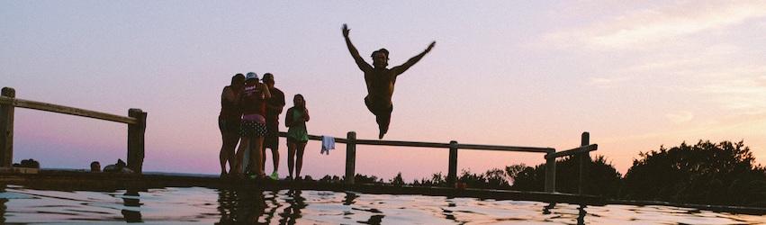 swimming-3889102