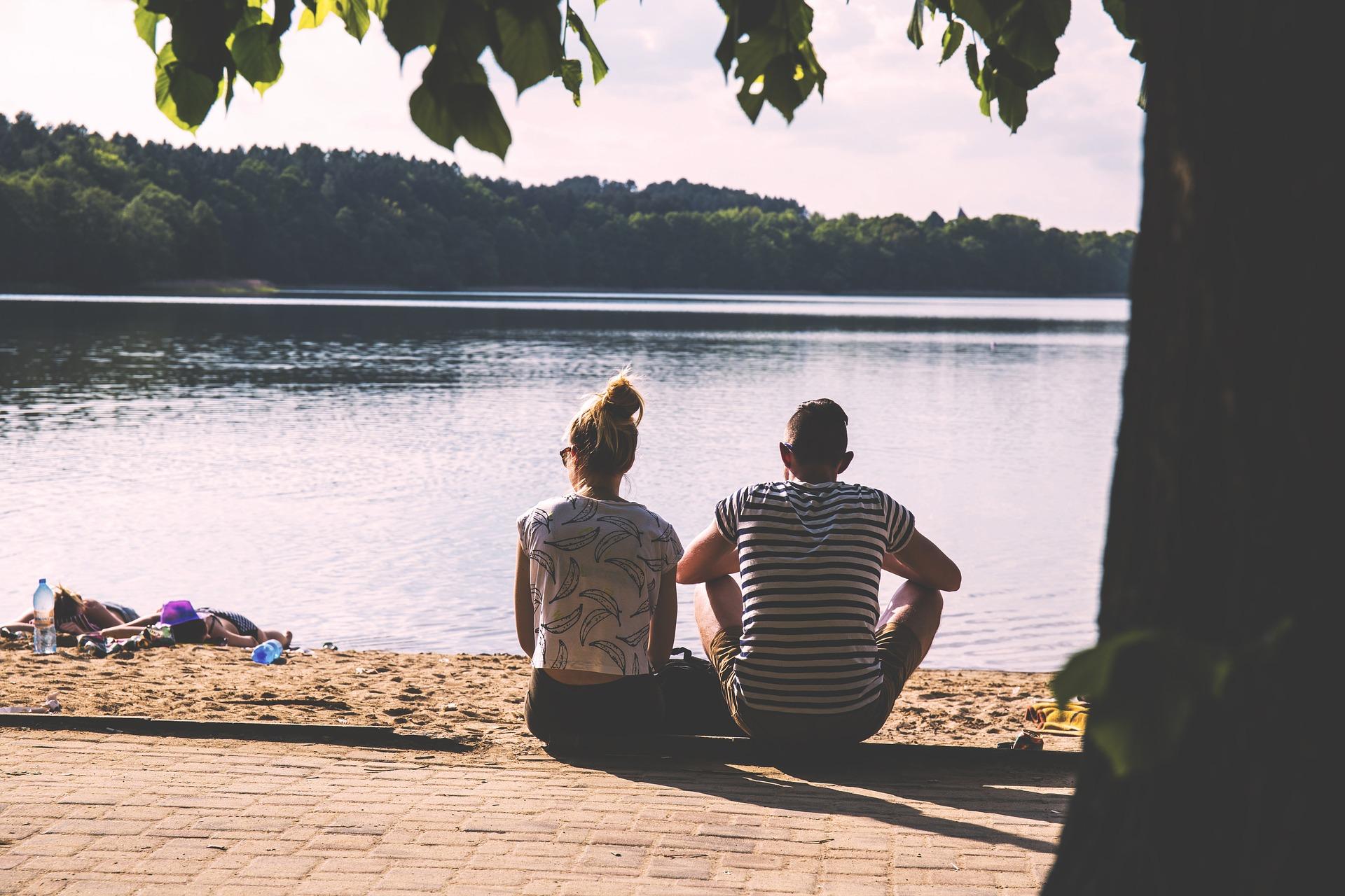 couple-1834936_1920